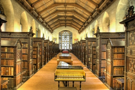 St_John's_College_Old_Library_interior